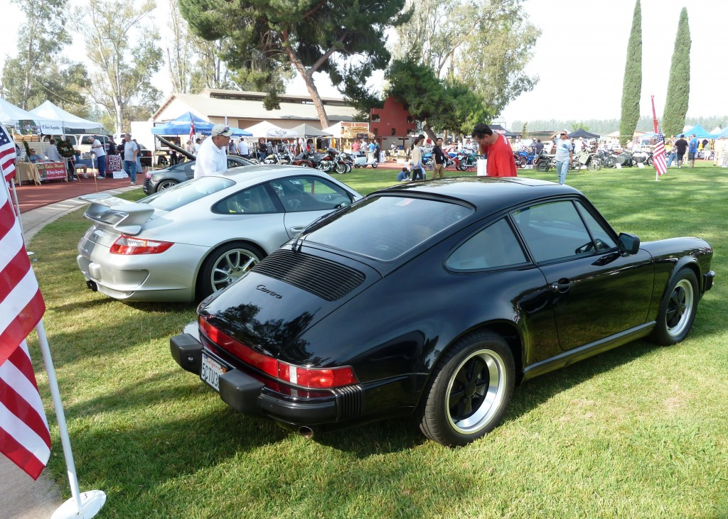You'll have to pardon me for showing off my own car, the black '89 Carrera 3.2 coupe in the foreground is my own, and what I entered in the show this year.  And check out the tasty 997 GT3 parked just next to me - yum