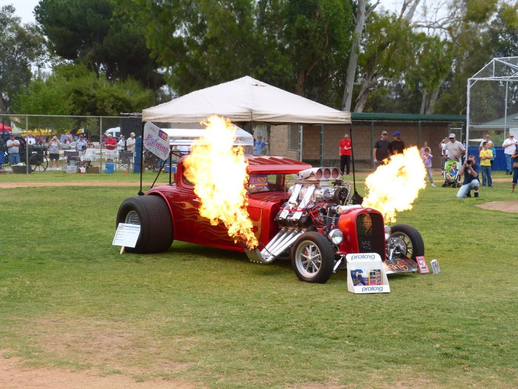 This fire belching rod usualy empties the rest of the field for a little gas wasting display...but its sure fun to watch