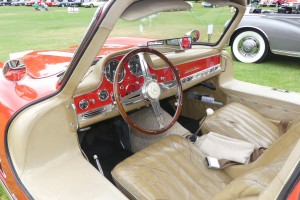 Interesing combination of original patinated elements, plus restore stuff in this Gullwing cabin.