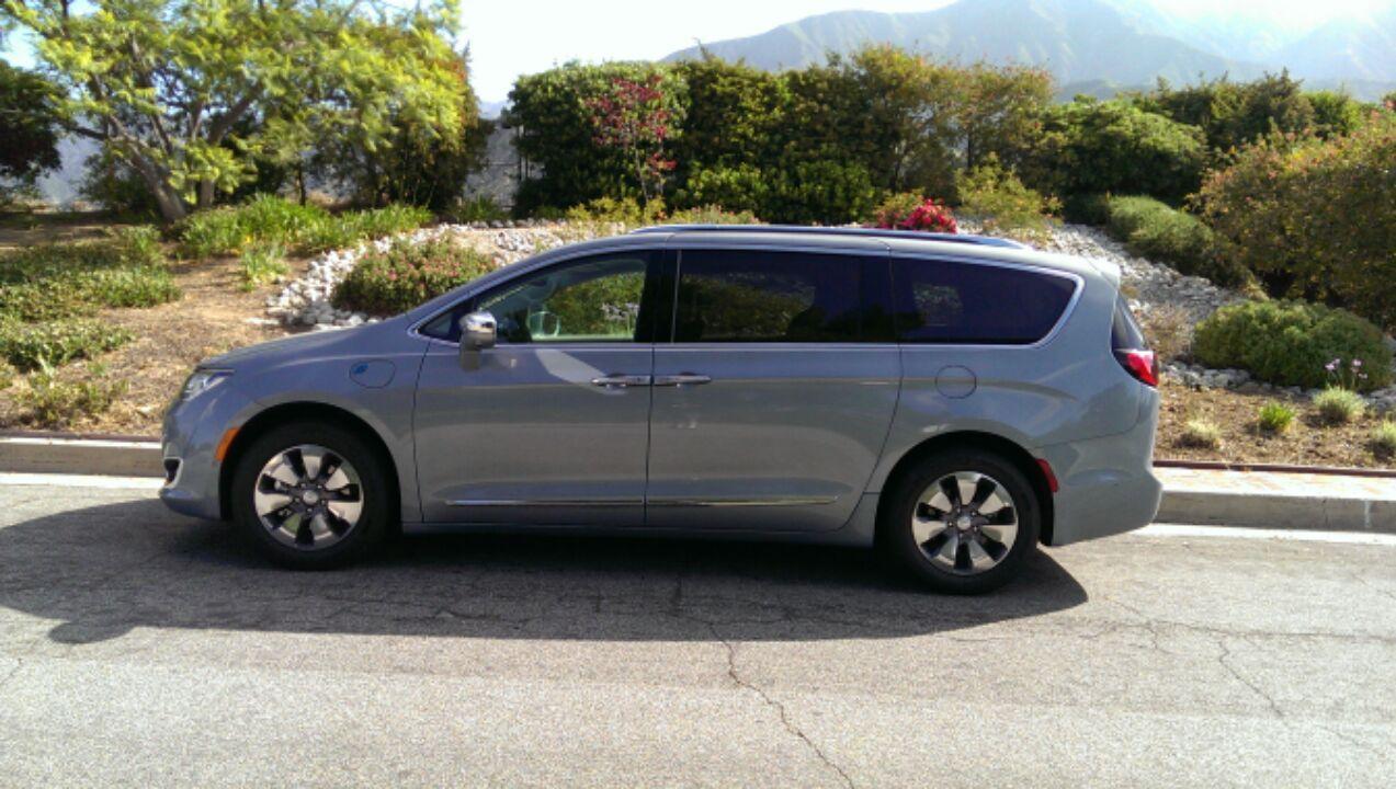 DRIVEN: 2017 Chrysler Pacifica Hybrid Limited - Matt Stone Cars